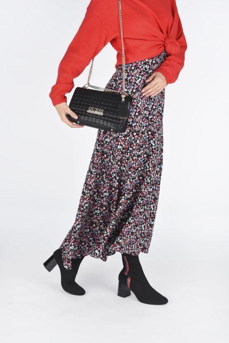 Handtaschen Guess MATRIX CROSSBODY schwarz ansicht von unten / tasche getragen