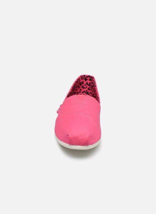 Alpargatas Skechers Bobs Plush Peace & Love Rosa vista del modelo