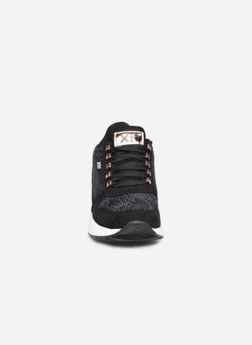 Baskets Xti 44365 Noir vue portées chaussures