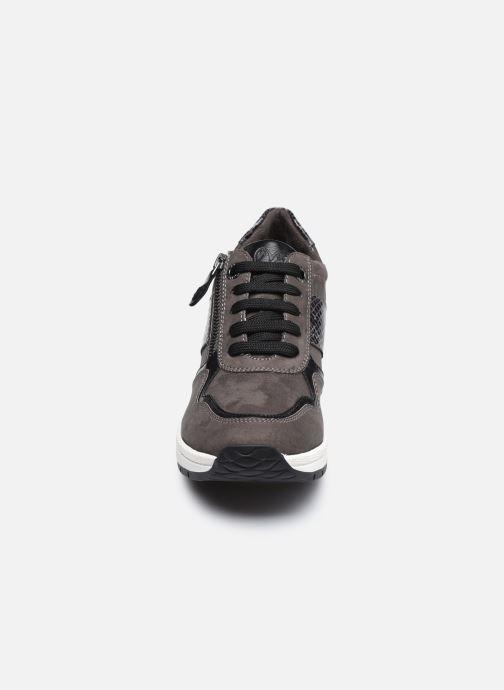 Sneakers Marco Tozzi Briana Grigio modello indossato