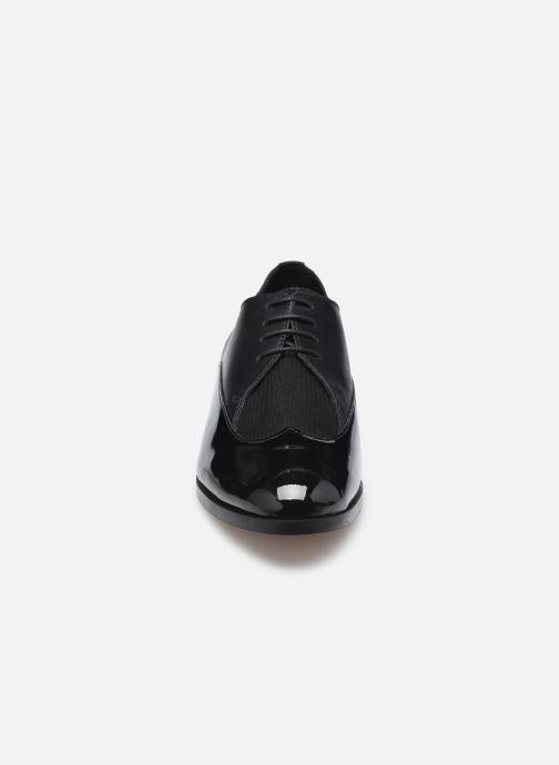 Zapatos con cordones COSMOPARIS VAVILY Negro vista del modelo