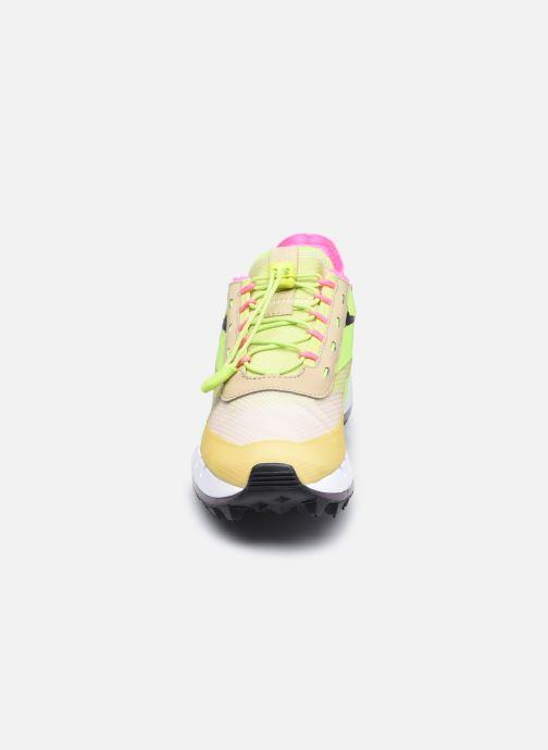 Baskets Reebok Reebok Legacy 83 Jaune vue portées chaussures