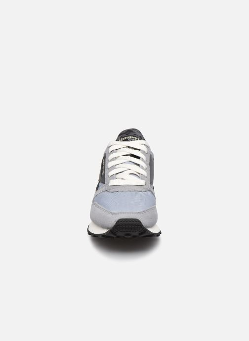 Sneakers Reebok Cl Lthr Az W Grigio modello indossato