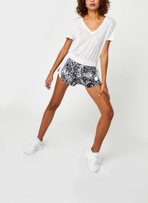 Vêtements adidas by Stella McCartney Truepace Short Blanc vue bas / vue portée sac