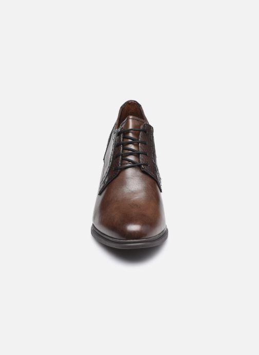 Zapatos con cordones Tamaris Kim Marrón vista del modelo