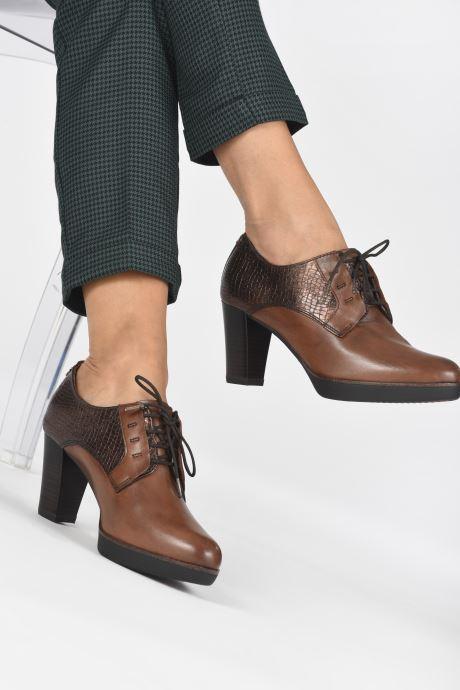 Chaussures à lacets Tamaris Kuba Marron vue bas / vue portée sac