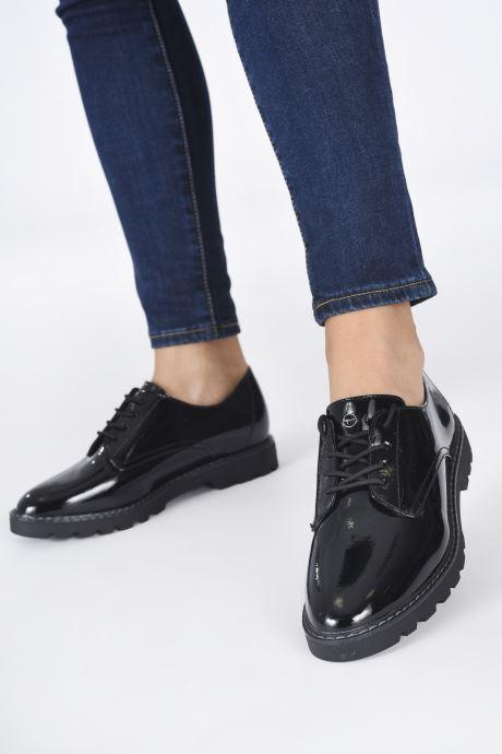 Chaussures à lacets Tamaris Janell Noir vue bas / vue portée sac