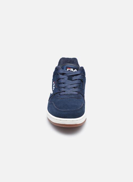 Sneakers FILA ARCADE S KIDS Azzurro modello indossato