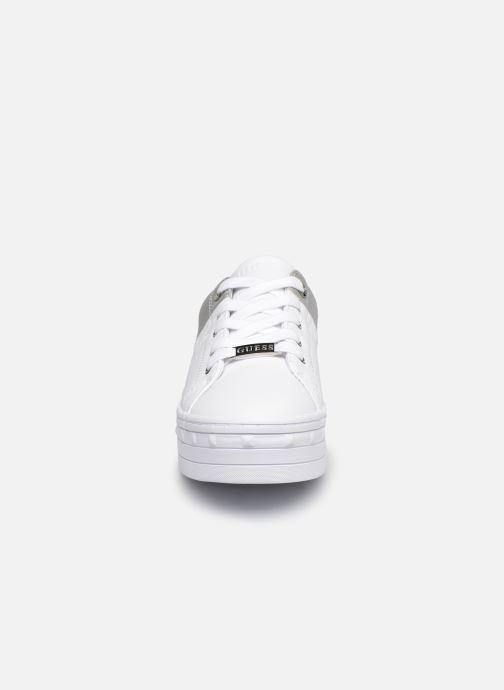 Sneakers Guess FL8BUS FAL12 Bianco modello indossato