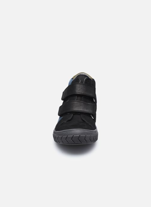 Sneakers Bopy Vartan Nero modello indossato