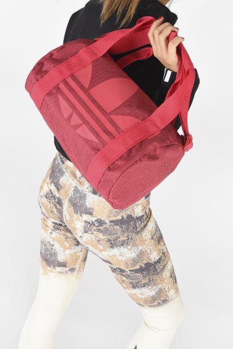 Sporttaschen adidas originals Ac Shoulder Bag rosa ansicht von unten / tasche getragen