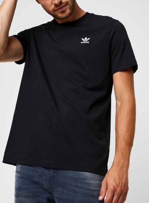 Vêtements adidas originals Essential Tee Noir vue détail/paire