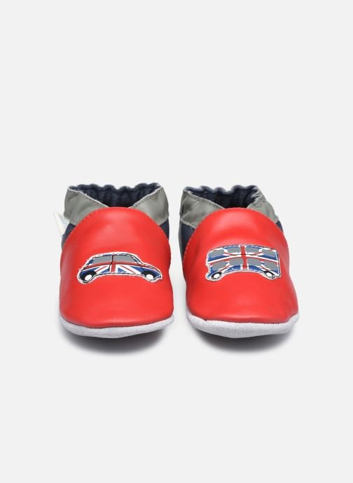 Pantuflas Robeez London Car Rojo vista del modelo