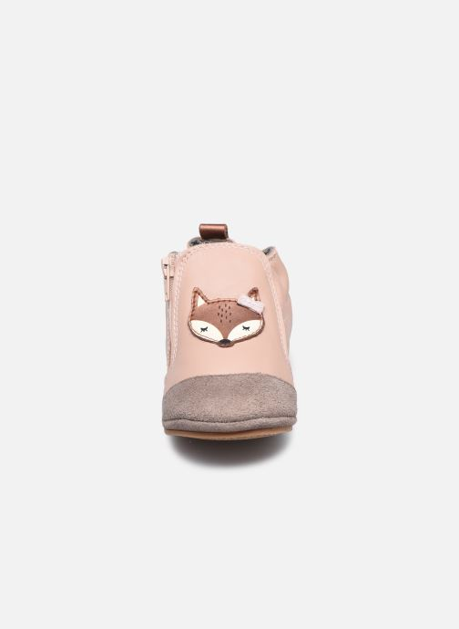 Pantuflas Robeez Dreamy Fox Rosa vista del modelo