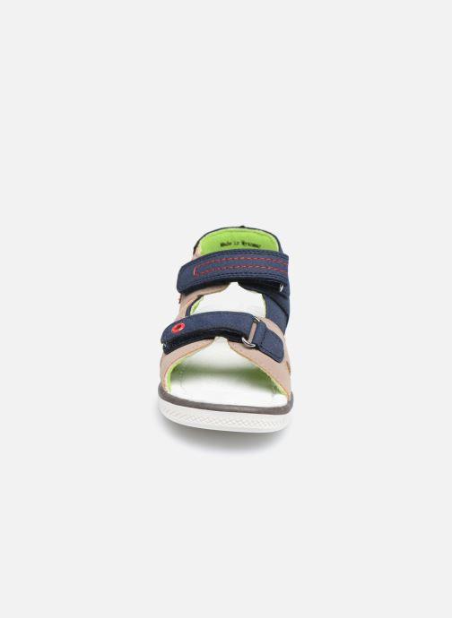 Sandali e scarpe aperte NA! Aena Marrone modello indossato