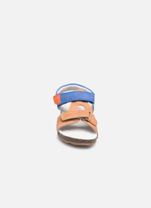 Sandaler NA! Atilou Brun se skoene på