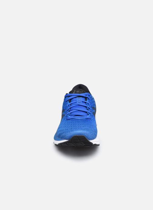 Chaussures de sport Asics Gel-Cumulus 22 Bleu vue portées chaussures