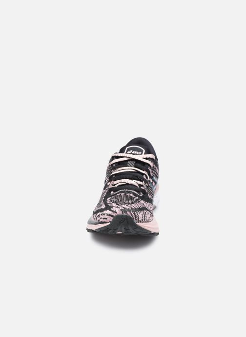 Zapatillas de deporte Asics Gel-Kayano 27 (Feel Free) Negro vista del modelo