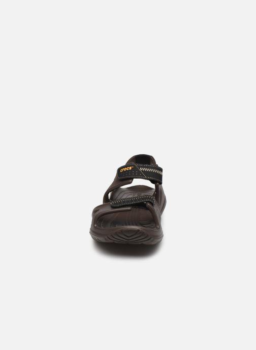 Sandali e scarpe aperte Crocs Swiftwater River Sandal M Marrone modello indossato