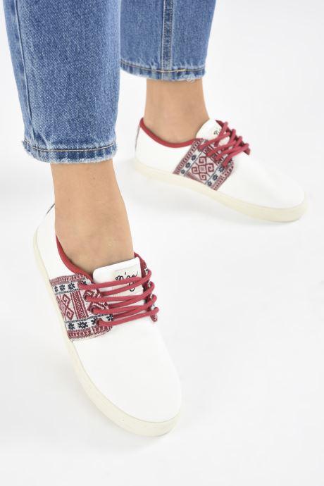 Sneaker N'go Phu Quoc W weiß ansicht von unten / tasche getragen
