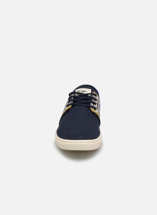 Sneakers N'go Da Nang M Azzurro modello indossato
