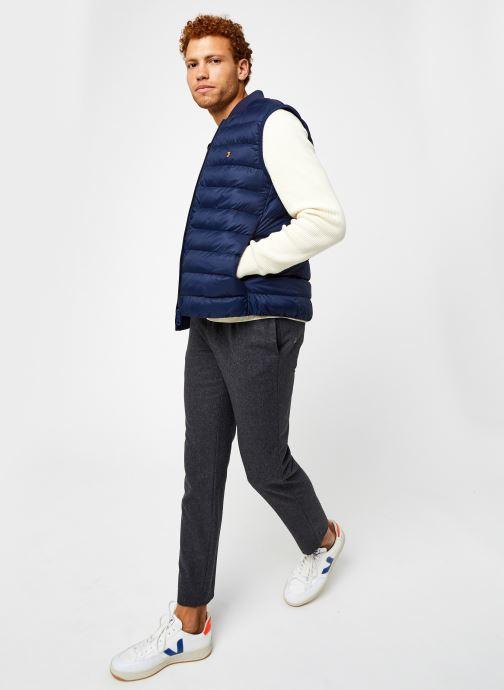 Vêtements Farah Stanstall Gilet Bleu vue bas / vue portée sac