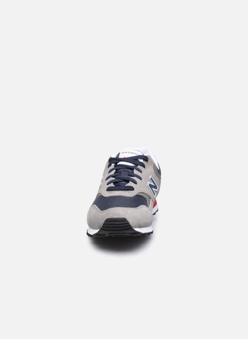 Sneakers New Balance ML393 Grigio modello indossato
