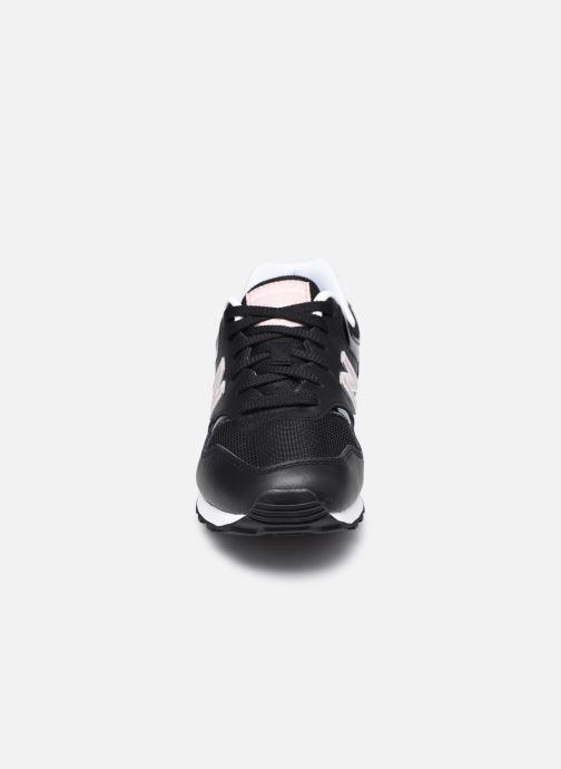 Sneakers New Balance WL393 W Nero modello indossato