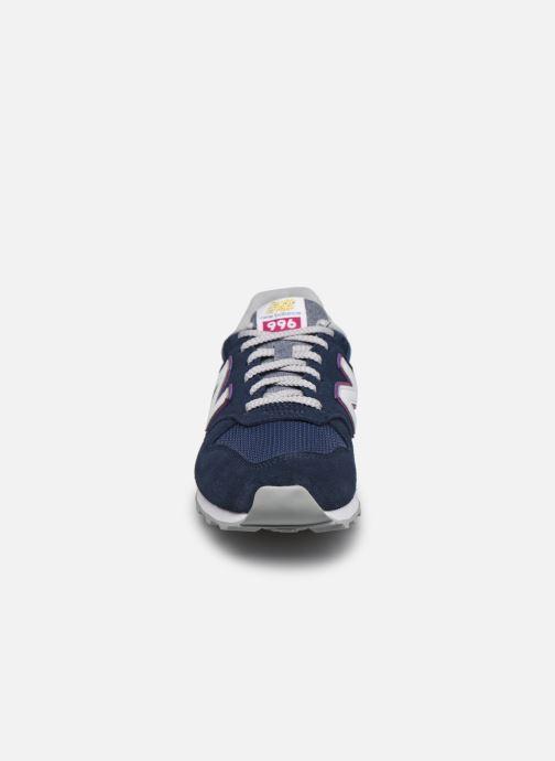 Baskets New Balance WL996 W Bleu vue portées chaussures