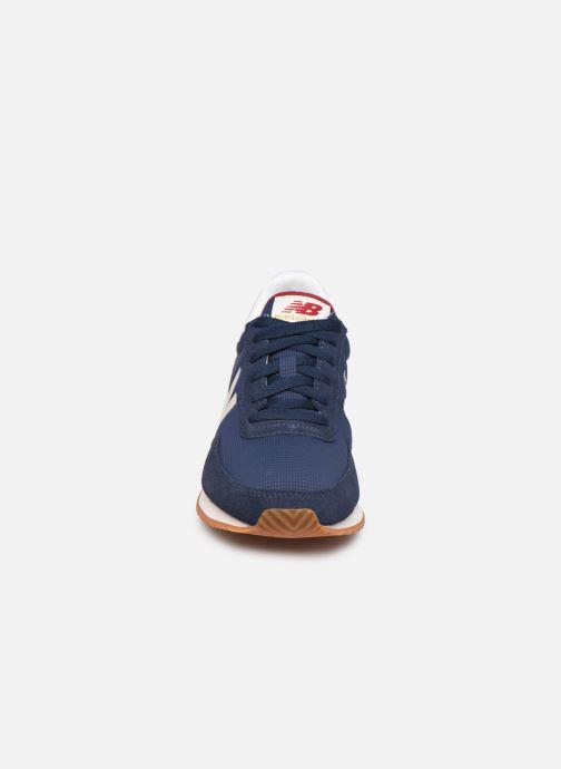 Baskets New Balance WL720 W Bleu vue portées chaussures