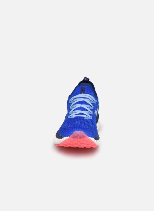 Scarpe sportive Mizuno Wave Sky Neo - W Azzurro modello indossato