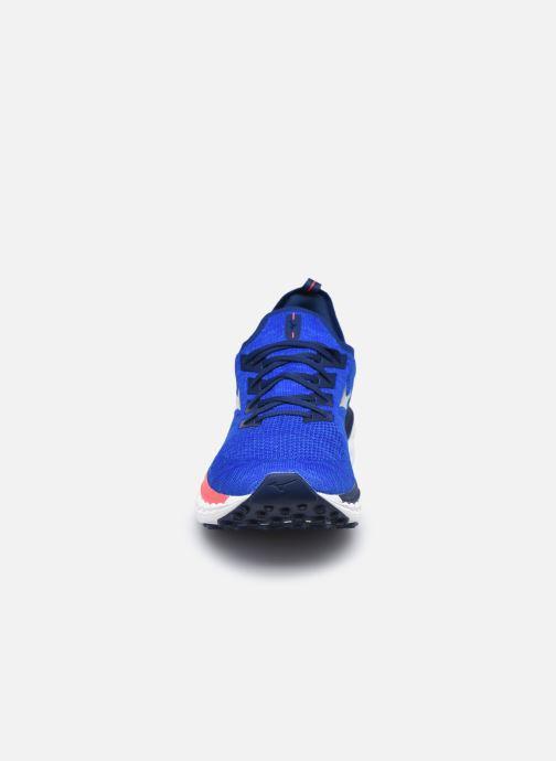 Scarpe sportive Mizuno Wave Sky Neo - M Azzurro modello indossato