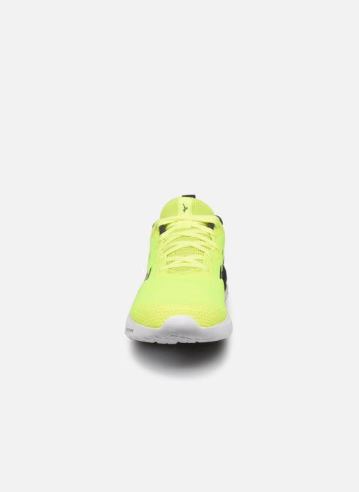 Zapatillas de deporte Mizuno Wave Revolt - M Amarillo vista del modelo