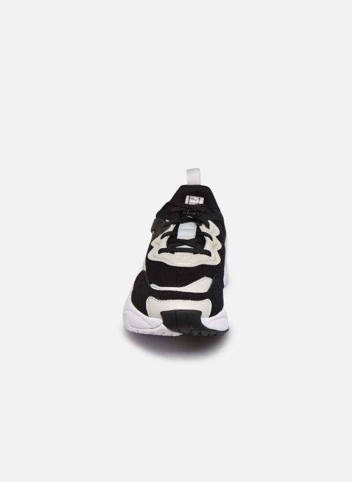 Sneakers Puma Rise Mono Nero modello indossato