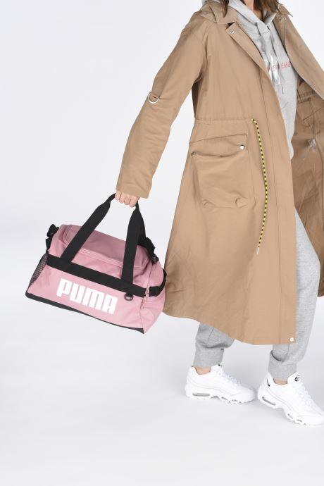 Sporttaschen Puma Challenger Duffel Bag XS rosa ansicht von unten / tasche getragen