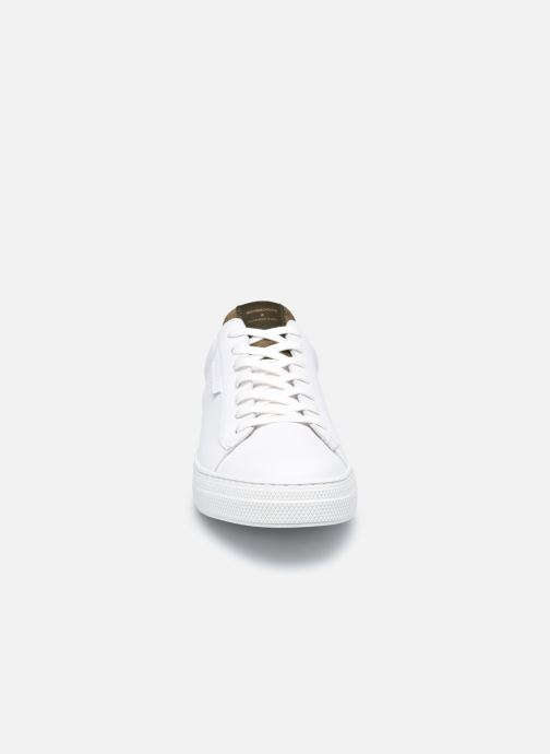 Sneakers Schmoove Spark Clay Nappa/Tong Nappa Bianco modello indossato