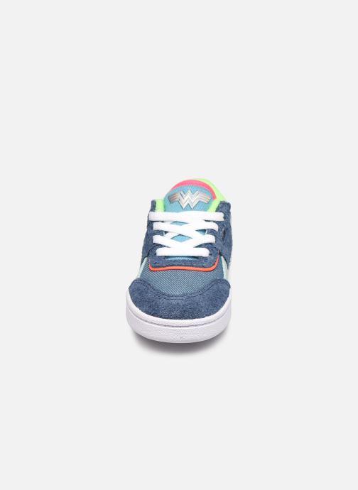 Baskets Reebok Workout Plus x Wonder Woman infant Bleu vue portées chaussures