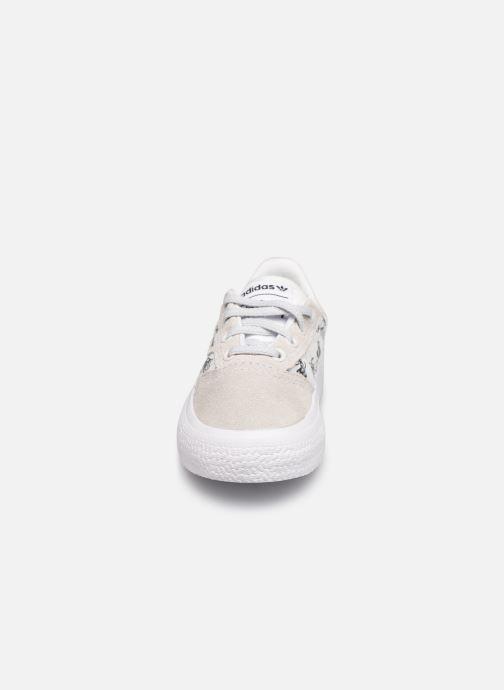 Baskets adidas originals 3MC I X Disney Sport Goofy Blanc vue portées chaussures