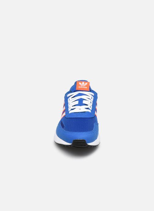 Sneakers adidas originals Retroset J Azzurro modello indossato