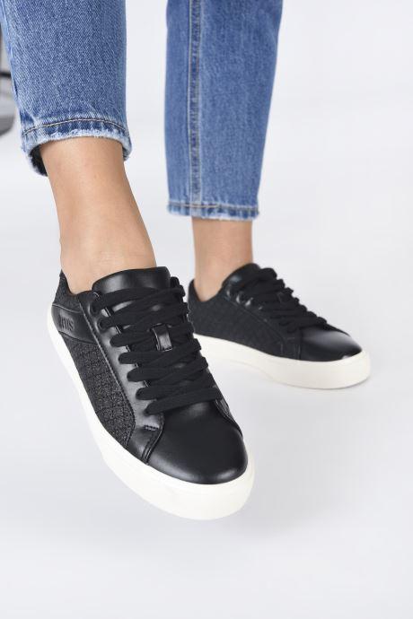 Sneaker Levi's Woodward Ls schwarz ansicht von unten / tasche getragen
