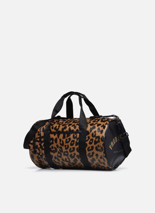 Bagages Fred Perry Leopard Print Barrel Bag Marron vue portées chaussures
