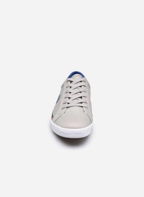 Baskets Fred Perry Baseline Twill Gris vue portées chaussures