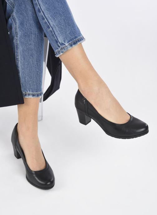 Pumps Jana shoes Ravva schwarz ansicht von unten / tasche getragen