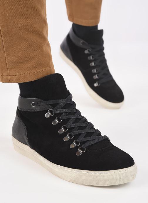 Sneaker Mr SARENZA Duccio schwarz ansicht von unten / tasche getragen