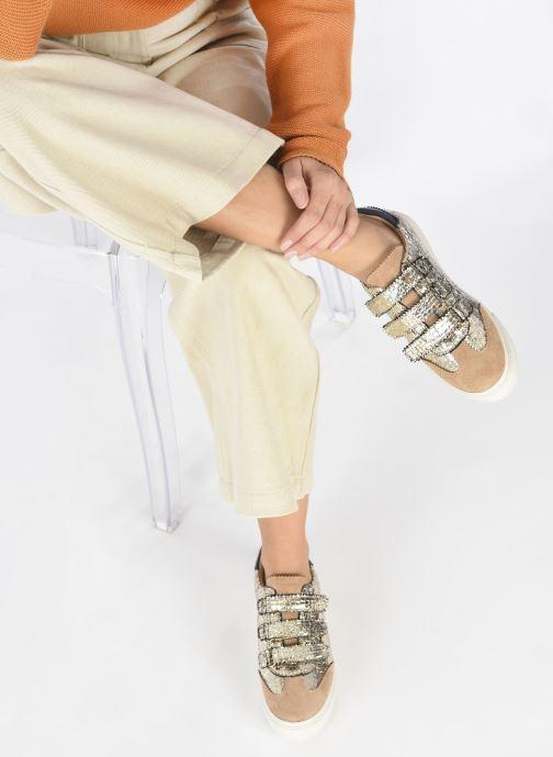 Sneaker Vanessa Wu BK2163 gold/bronze ansicht von unten / tasche getragen