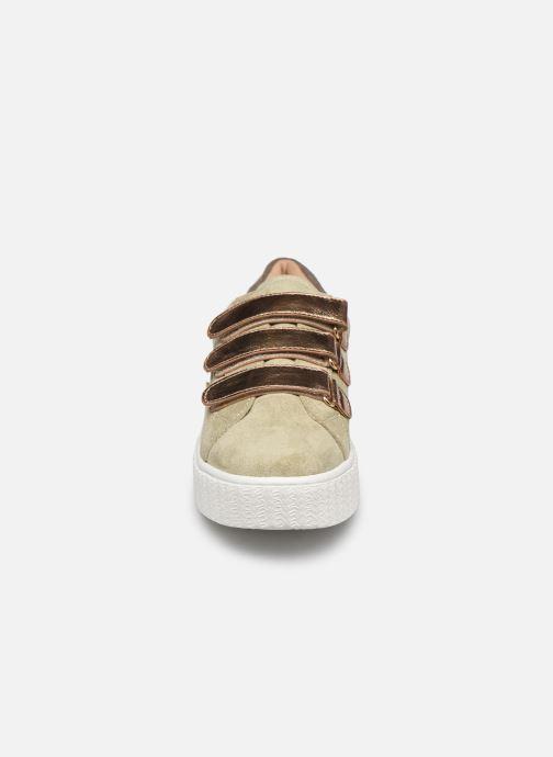 Baskets Vanessa Wu BK2182 Vert vue portées chaussures