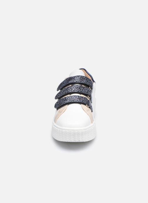 Baskets Vanessa Wu BK2183 Blanc vue portées chaussures