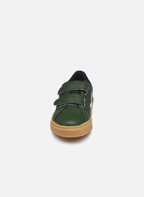 Deportivas Veja Small Esplar Velcro Leather Verde vista del modelo