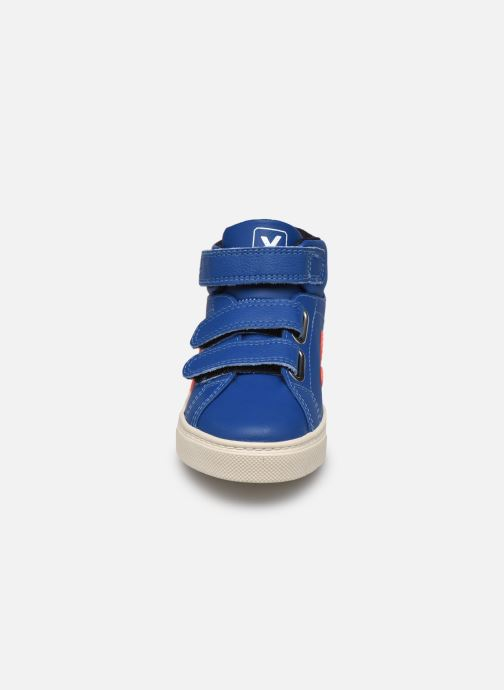Sneaker Veja Small Esplar Mid Fur Leather blau schuhe getragen