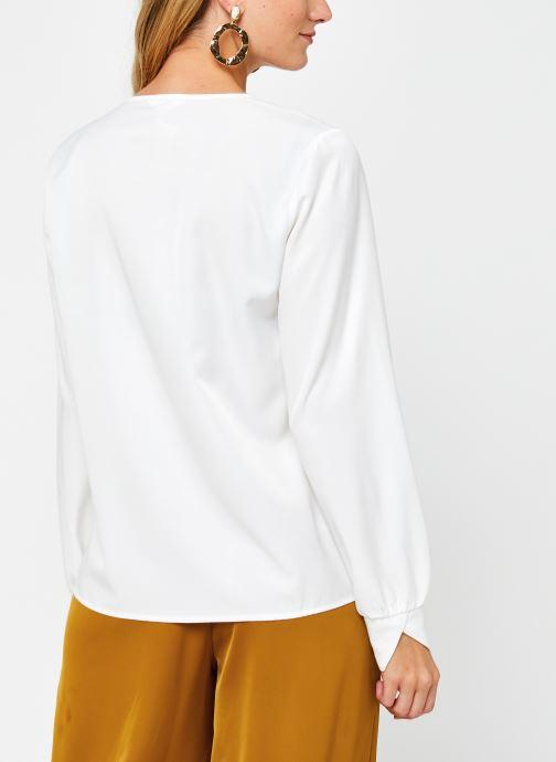 Vêtements OBJECT Objeileen V-Neck Top Blanc vue portées chaussures